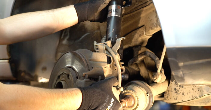 How to change Shock Absorber on VW POLO (9N_) 2001 - tips and tricks