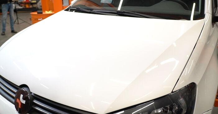 Hvordan man udskifter Fjeder på VW Polo 5 Sedan 2009 - gratis PDF og video manualer