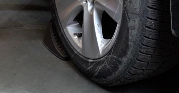 À quel point est-il difficile de le faire soi-même : télécharger le guide illustré pour le changement de Ressort d'Amortisseur sur BMW E60 530i 3.0 2007