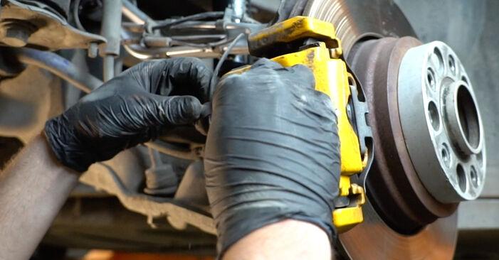 Wie Federn BMW 5 Limousine (E60) 525d 2.5 2002 austauschen - Schrittweise Handbücher und Videoanleitungen