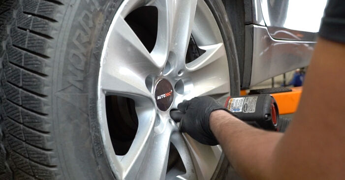 Federn beim BMW 5 SERIES 530d 3.0 2008 selber erneuern - DIY-Manual