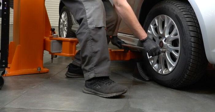 Смяна на FIAT GRANDE PUNTO 1.4 Пружинно окачване: онлайн ръководства и видео уроци