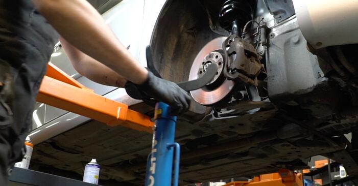 Самостоятелна смяна на FIAT GRANDE PUNTO (199) 1.2 2008 Пружинно окачване - онлайн урок