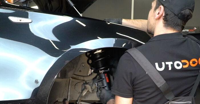 Federn beim BMW 1 SERIES 120d 2.0 2007 selber erneuern - DIY-Manual