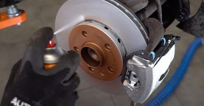 ¿Necesita saber cómo reemplazar Discos de Freno en VW POLO ? Este manual de taller gratuito lo ayudará a hacerlo usted mismo.