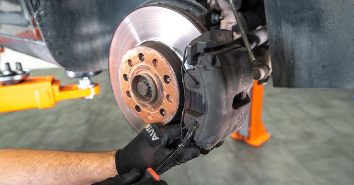 Stufenweiser Leitfaden zum Teilewechsel in Eigenregie von Touran 1t3 2011 1.2 TSI Bremssattel