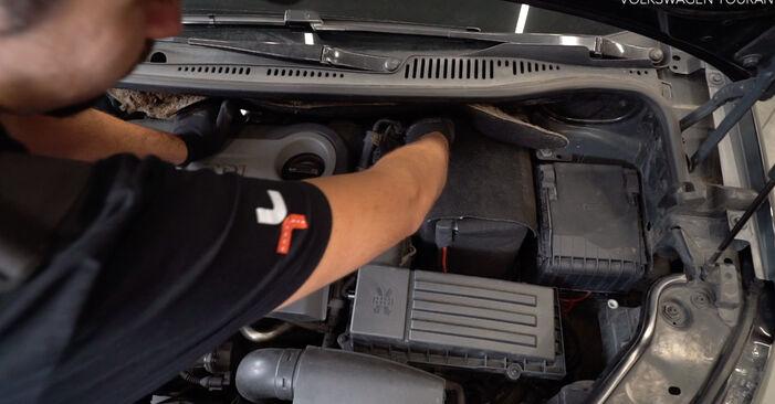 Wie man VW TOURAN (1T3) 1.6 TDI 2011 Bremssattel wechselt - Schritt-für-Schritt-Leitfäden und Video-Tutorials