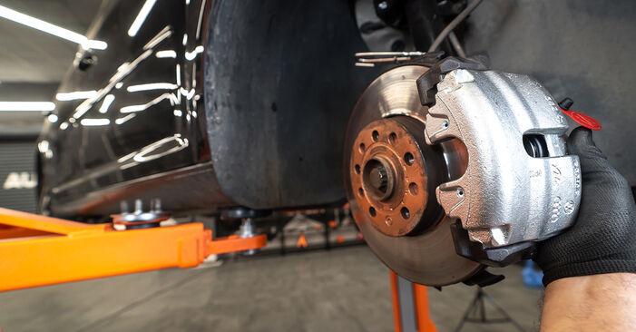 Wechseln Sie Bremssattel beim VW TOURAN (1T3) 1.4 TSI EcoFuel 2013 selbst aus
