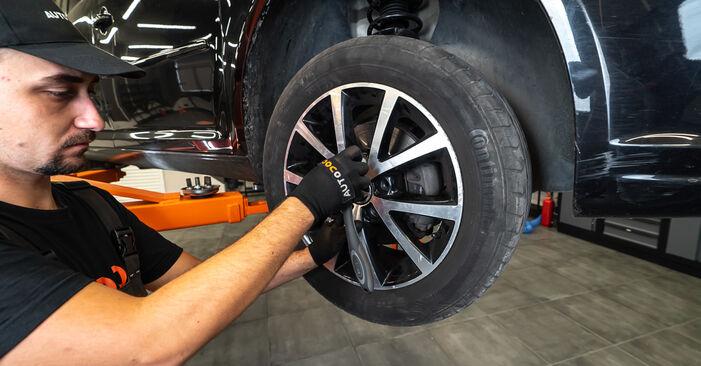 Wie man Bremssattel am VW TOURAN (1T3) 2010 ersetzt - Hinweise und Ratschläge