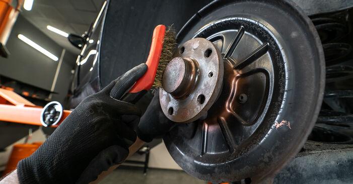 Austauschen Anleitung Bremsscheiben am Touran 1T3 2014 1.6 TDI selbst