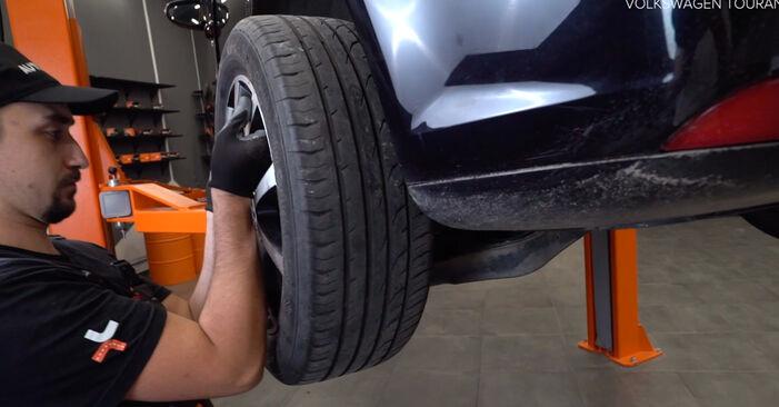 Kako zamenjati VW TOURAN (1T3) 1.6 TDI 2011 Zavorni kolut - priročniki s koraki in video vodniki