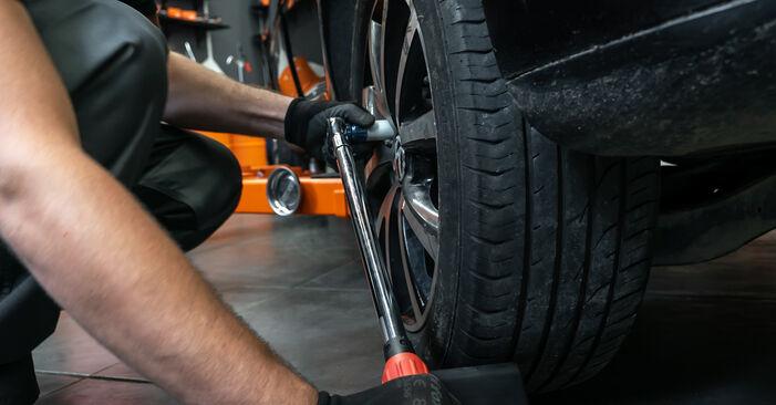Wechseln Bremsscheiben am VW TOURAN (1T3) 1.4 TSI EcoFuel 2013 selber