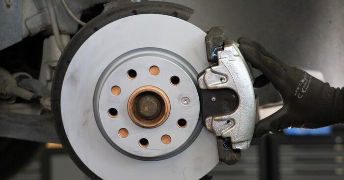 Bremsscheiben beim VW TOURAN 1.4 TSI 2011 selber erneuern - DIY-Manual