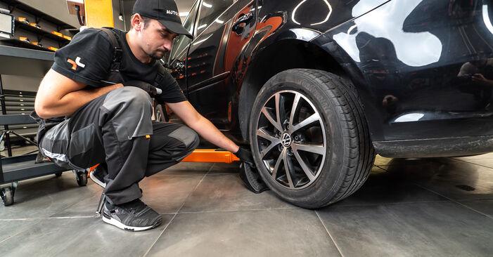 Jak vyměnit VW TOURAN (1T3) 1.6 TDI 2011 Brzdové Destičky - návody a video tutoriály krok po kroku.