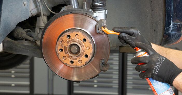 Hoe Remblokken VW TOURAN (1T3) 2010 wisselen – raad en uitleg