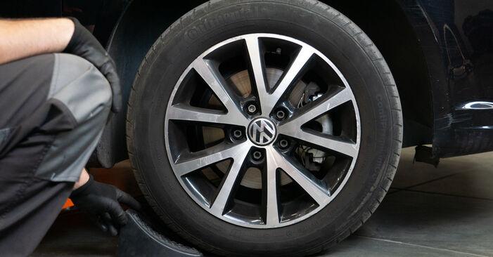 Hoe Remblokken VW TOURAN (1T3) 1.6 TDI 2011 vervangen – stap voor stap leidraden en video-tutorials
