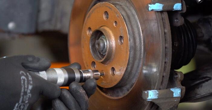 AUDI A3 S3 1.8 quattro Bremsscheiben ausbauen: Anweisungen und Video-Tutorials online