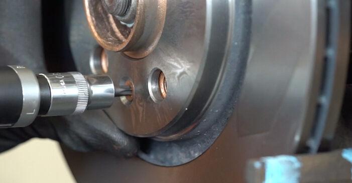 Tausch Tutorial Bremsscheiben am AUDI A3 Schrägheck (8L1) 2000 wechselt - Tipps und Tricks
