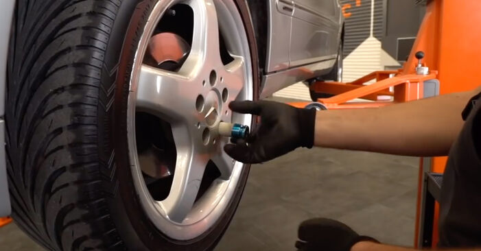 How to replace Brake Calipers on MERCEDES-BENZ C-Class Saloon (W203) 2005: download PDF manuals and video instructions
