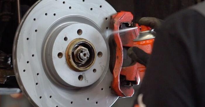 Wie ABARTH 500 / 595 1.4 (312.AXZ11) 2012 Bremsbeläge ausbauen - Einfach zu verstehende Anleitungen online