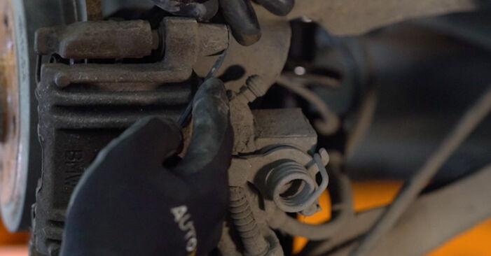 Bremsbeläge beim MINI MINI One 2002 selber erneuern - DIY-Manual
