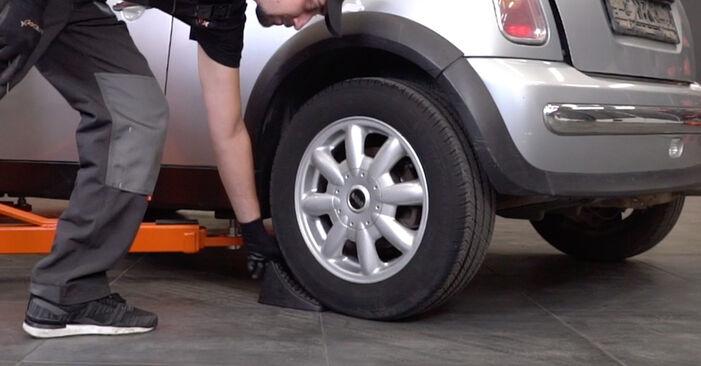 Bremsscheiben MINI MINI (R50, R53) 1.6 Cooper S 2003 wechseln: Kostenlose Reparaturhandbücher