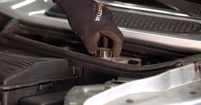 Wechseln Bremsscheiben am MINI Schrägheck (R50, R53) 1.4 D One 2004 selber