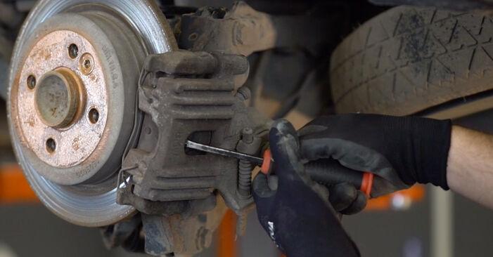 Wie schwer ist es, selbst zu reparieren: Bremsscheiben MINI MINI (R50, R53) 1.6 John Cooper Works 2001 Tausch - Downloaden Sie sich illustrierte Anleitungen