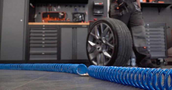 Tauschen Sie Bremsscheiben beim VW GOLF VI (5K1) 2.0 GTi 2006 selbst aus