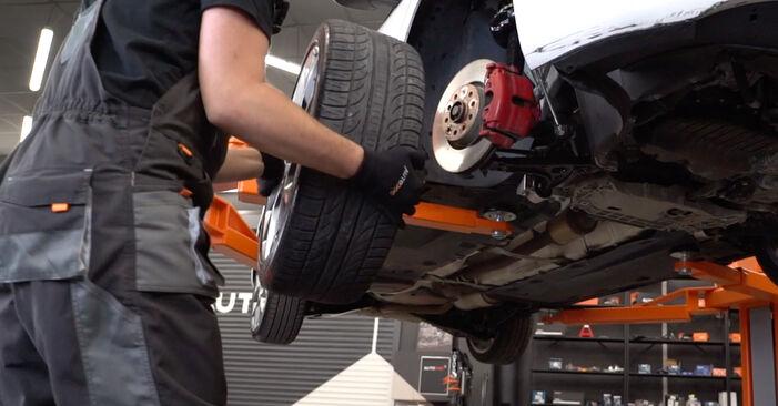 Wie man Bremsscheiben beim VW GOLF VI (5K1) 2008 austauscht – Downloaden Sie sich PDF-Anleitungen und Video-Tutorials
