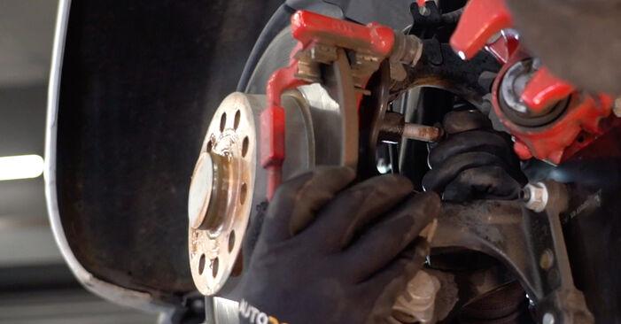 Tausch Tutorial Bremsscheiben am VW GOLF VI (5K1) 2008 wechselt - Tipps und Tricks