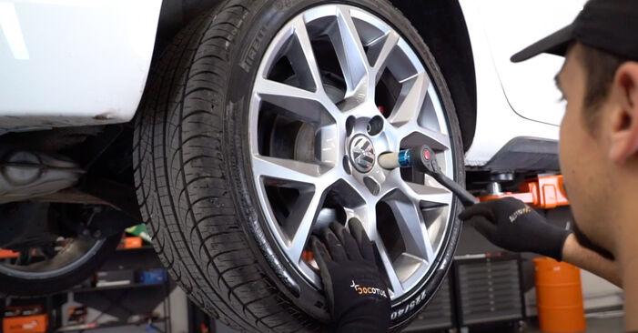 Wie VW GOLF 1.4 2007 Bremsscheiben ausbauen - Einfach zu verstehende Anleitungen online
