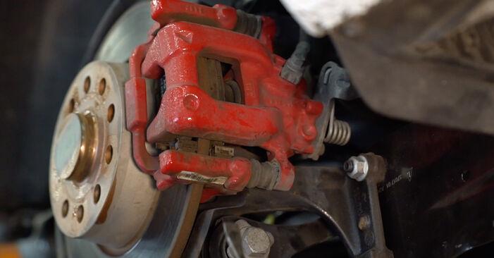 Wie schwer ist es, selbst zu reparieren: Bremsscheiben Golf 6 1.6 TDI 2009 Tausch - Downloaden Sie sich illustrierte Anleitungen