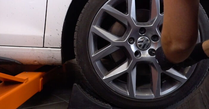 Hvordan man udskifter VW GOLF VI (5K1) 1.6 TDI 2004 Tårnleje - trin-for-trin manualer og video vejledninger