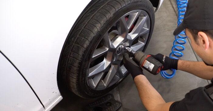 Hvordan man fjerner VW GOLF 1.4 2007 Tårnleje - nem at følge online instruktioner