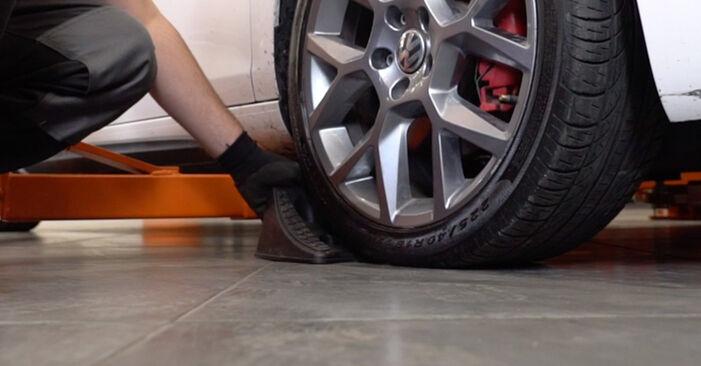 Slik bytter du VW GOLF VI (5K1) 1.6 TDI 2004 Bremseklosser selv – trinn-for-trinn veiledninger og videoer