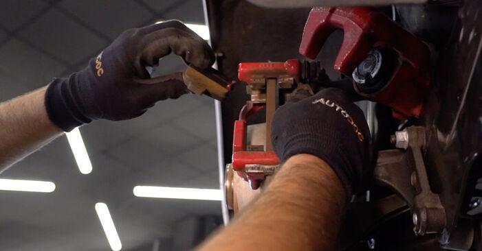 VW GOLF 2.0 GTi Bremsbeläge ausbauen: Anweisungen und Video-Tutorials online