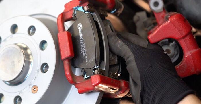 Tausch Tutorial Bremsbeläge am VW GOLF VI (5K1) 2008 wechselt - Tipps und Tricks