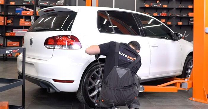 Wie Radlager VW GOLF VI (5K1) 2.0 TDI 2004 austauschen - Schrittweise Handbücher und Videoanleitungen