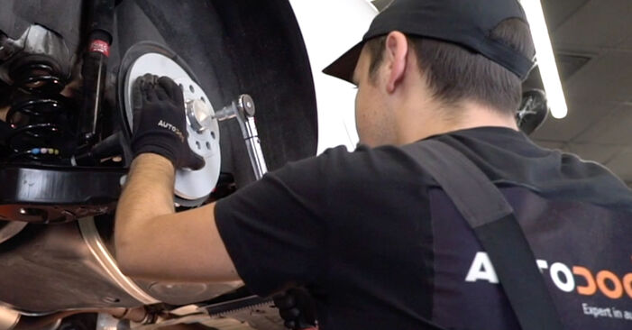 Radlager beim VW GOLF 2.0 TDI 2003 selber erneuern - DIY-Manual