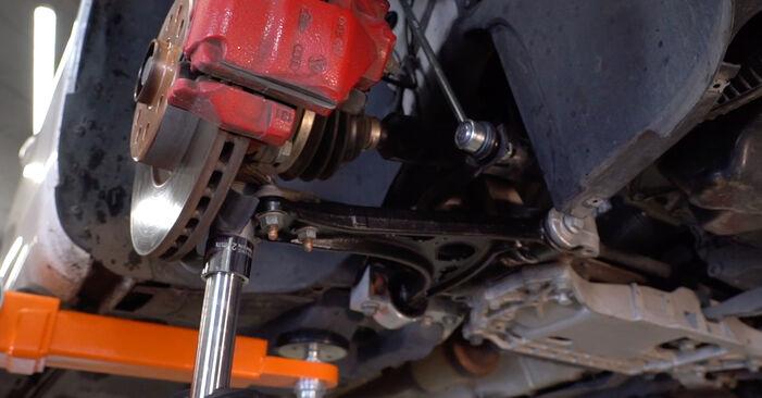 Udskiftning af Bærearm på VW GOLF VI (5K1) 2.0 GTi 2006 ved gør-det-selv