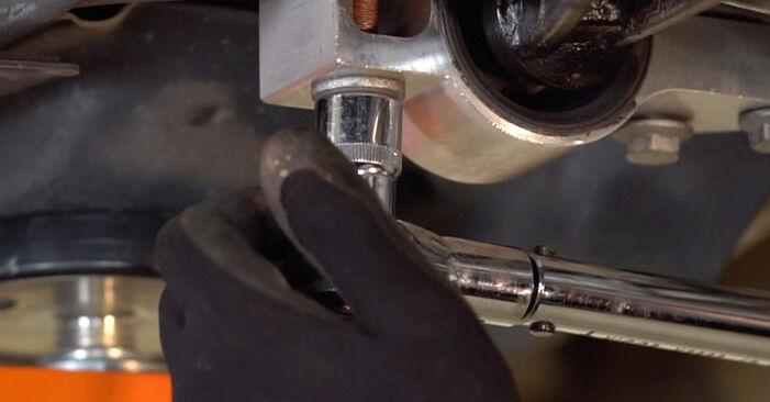 Hvordan man udskifter Bærearm på VW GOLF VI (5K1) 2008: hent PDF manualer og video instruktioner