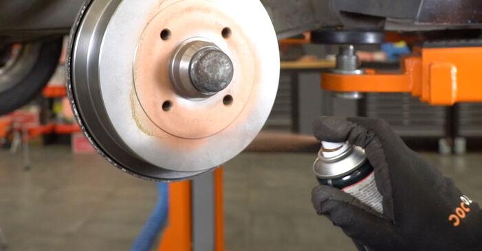 Jak vyměnit Lozisko kola na VW GOLF III (1H1) 1995 - tipy a triky