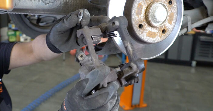 DIY replacement of Brake Discs on PEUGEOT 207 (WA_, WC_) 1.4 2010 is not an issue anymore with our step-by-step tutorial