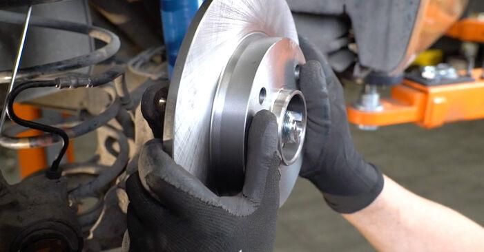 Bremsscheiben beim PEUGEOT 207 1.4 HDi 2013 selber erneuern - DIY-Manual