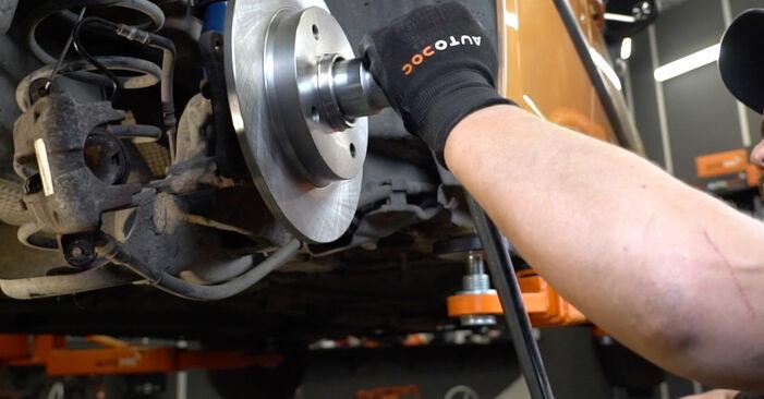 Bremsscheiben Ihres PEUGEOT 207 (WA_, WC_) 1.6 HDi 2014 selbst Wechsel - Gratis Tutorial