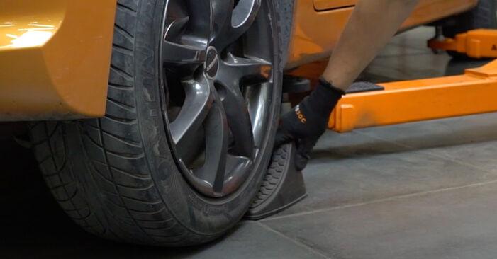PEUGEOT 207 1.4 Bremsscheiben ausbauen: Anweisungen und Video-Tutorials online