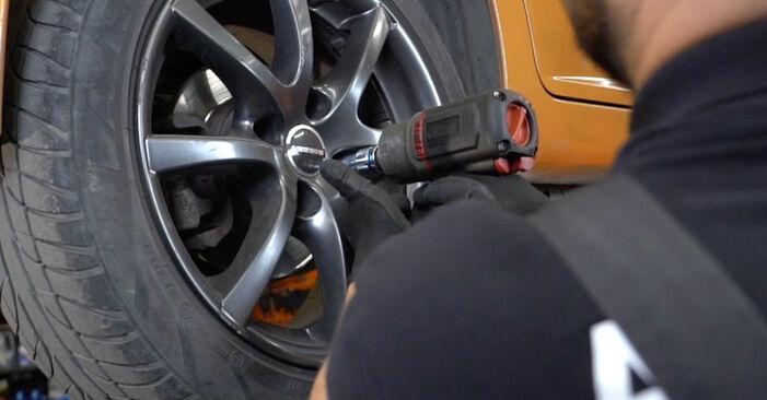 Wechseln Bremsscheiben am PEUGEOT 207 (WA_, WC_) 1.4 16V 2009 selber