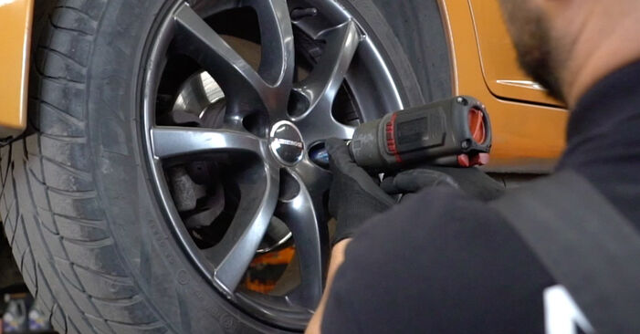 Changing Wheel Bearing on PEUGEOT 207 (WA_, WC_) 1.4 16V 2009 by yourself