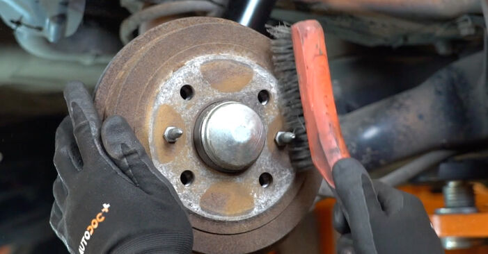 How to replace Brake Drum on FIAT PANDA (169) 2008: download PDF manuals and video instructions
